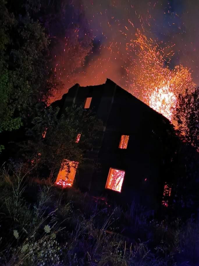 Tűz pusztított az egykori dohánygyár területén